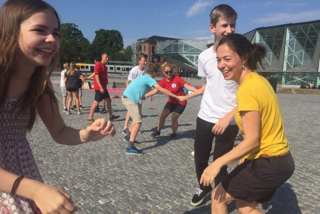 Elever fra Helsingør Kommune uddannes til at sætte gang i leg i deres skolegård
